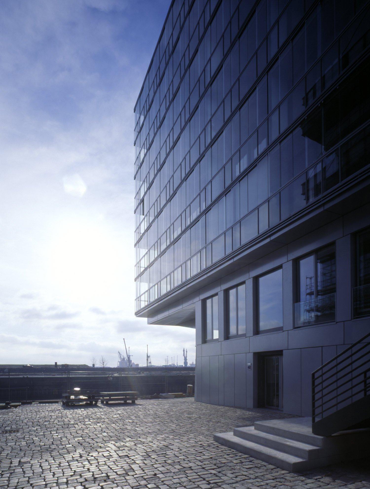 Dock4 Sandtorkai Hamburg außen