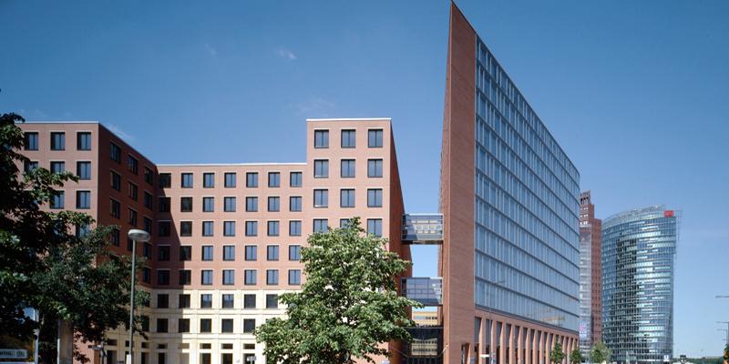 A+T Hochhaus Potsdamer Platz Berlin schmale Kante