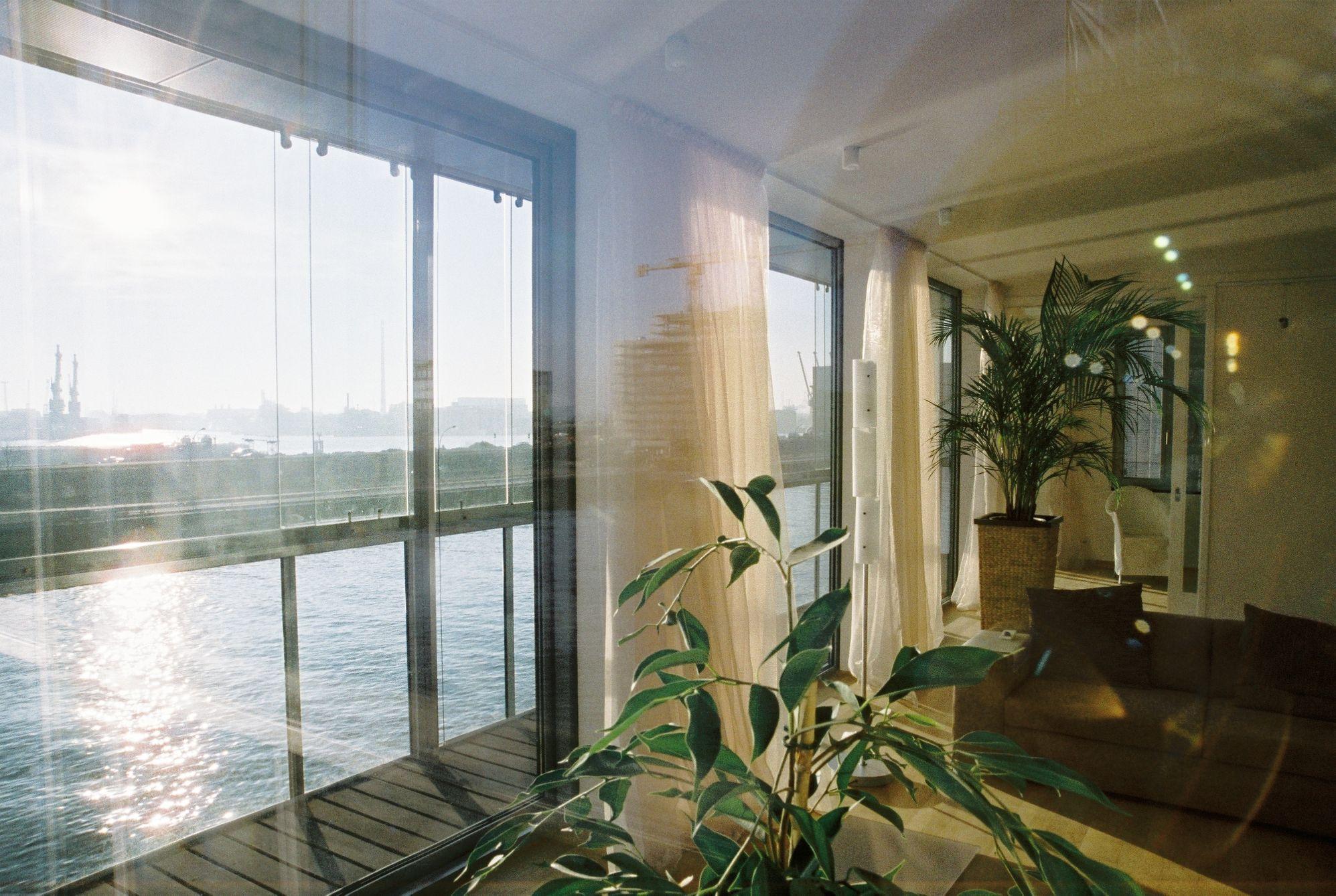 Dock4 Sandtorkai Hamburg Innenansicht